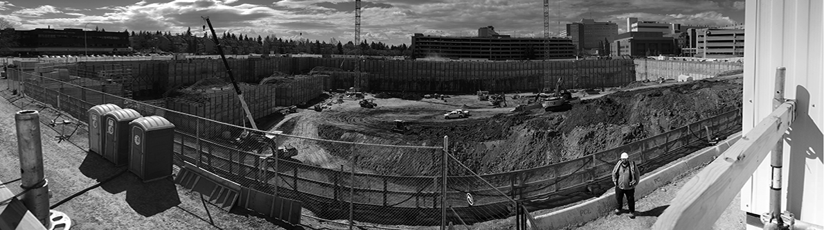 A black and white panoramic photo of an early Modern Niagara project site.